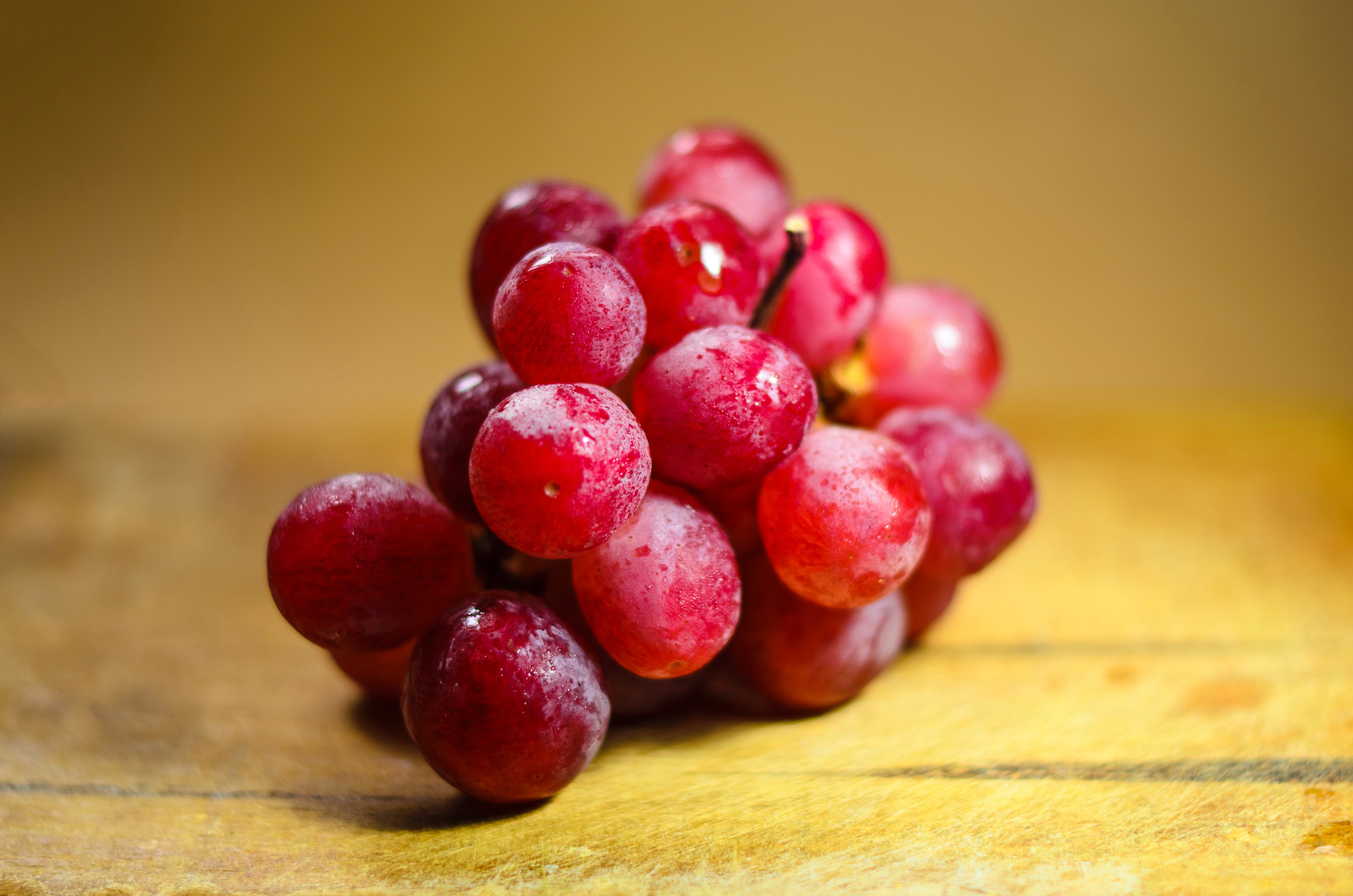 Bunch of red grapes | Polyphenols I IFIS Publishing